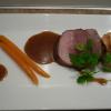 Noix de veau rôtie, topinambours et carottes glacées, jus aux truffes