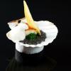 La recette de la semaine : Noix de Saint-Jacques poêlée, en coquille, jus truffé aux perles du Japon…