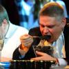 Moscou : qui mangera le plus rapidement 500 g de caviar ?