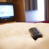 Dans les hôtels : méfiez-vous des télécommandes de télévision !