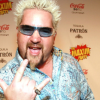 Le New York Times se paye le chef Guy Fieri, pas tendre les critiques de restaurants aux USA