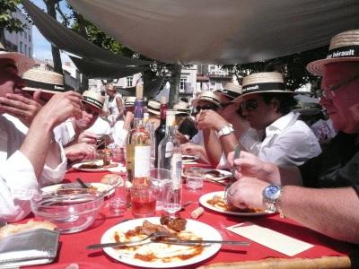 Grosses, chaleurs, vin rosé et chapeaux de paille