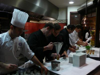 Les chefs en cuisine du Grand Hôtel