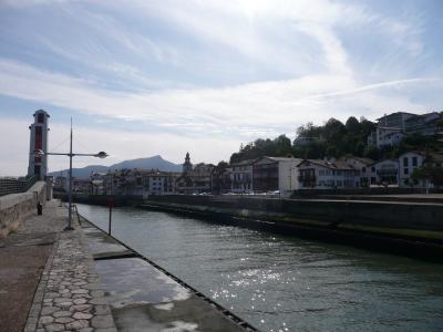 Le canal menant au port