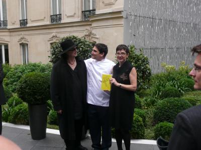 Marc Veyrat et Patricia Lenaour entourant le chef de l'Année