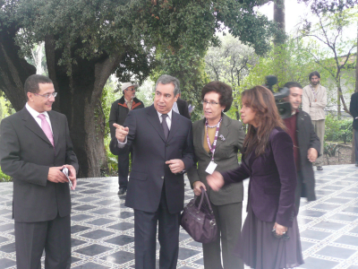 M. Le Ministre et Fatéma Hal entourant Madame Fatima Sadiqi Directrice Générale du Festival