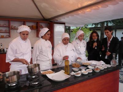 Démonstration de cuisine par les femmes Marocaines en compagnie de Meryem Cherkaoui et Fatéma Hal
