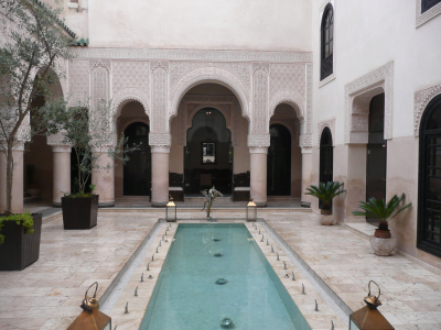 Le patio et le traditionnel bassin