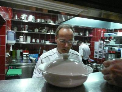 Thibaut Peyroche d'Arnaud dans sa cuisine