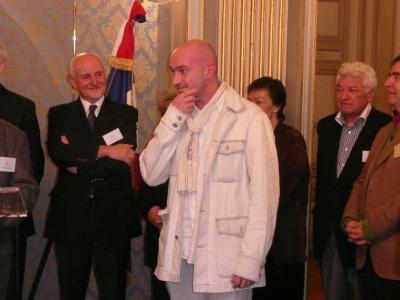 """Le chef gagnant le Grand Prix de la Ville de Périgueux 2008, de Saint-Brieu avec son livre """" Osez """""""