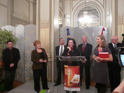 Un prix spécial pour Les Soeurs Scotto, reçu par Michèle Carle toute émue