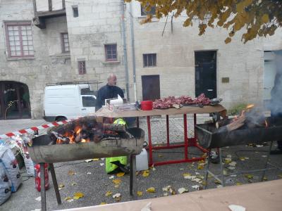 les feux de bois prêts à recevoir les carcasses de canard !
