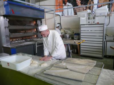 Le pain réalisé sur place par des jeunes en formation...