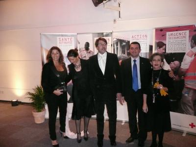 Olivier, Laetitia, Laure, Marie-Ange et au centre le Président de la Croix Rouge de Montpellier