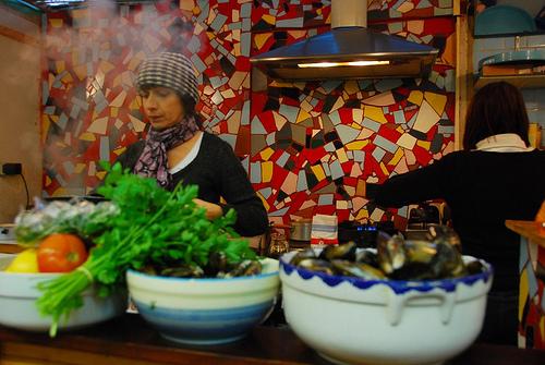 Nathalie dans sa cuisine.... ça fume, ça claque, ça crépite.....