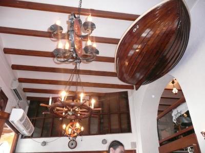 """A l'intérieur du restaurant """" Le Corsaire """", esprit marine...."""