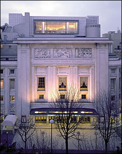 Le restaurant Maison Blanche sur les toits du Théâtre des Champs Élysées avenue Montaigne à Paris