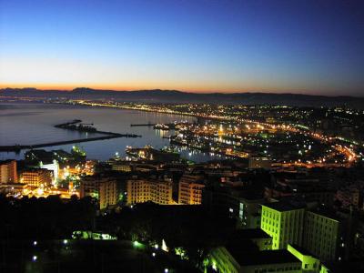 Alger à la tombée de la nuit
