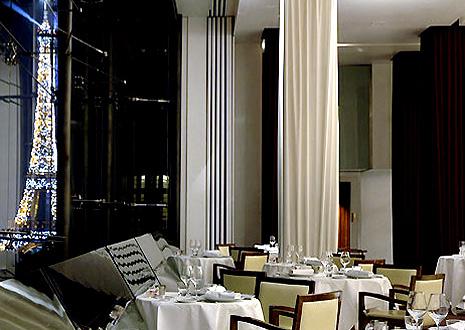 Maison Blanche designé par Imaad Rahmouni, avenue Montaigne à Paris dans le 8eme arrondissement.