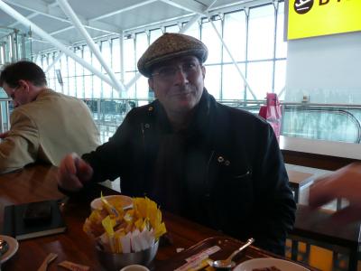 Alain Caron à l'aéroport de Londres