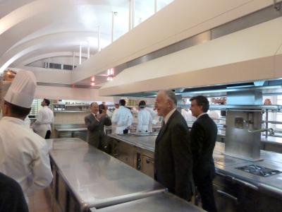 entr 233 e dans les coulisses de l 201 lys 233 e les cuisines chefs pourcel
