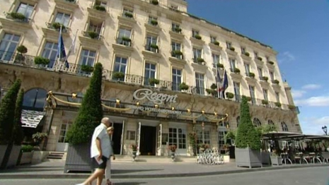 Il ne fait pas bon recevoir un grand avocat dans les for Hotel de luxe bordeaux