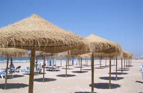 un regard 233 conomique sur les paillotes restaurants de plage ou plages priv 233 es chefs pourcel