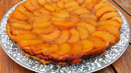 tarte tatin aux p ches amandes fra ches et sorbet mascarpone chefs pourcel blog. Black Bedroom Furniture Sets. Home Design Ideas