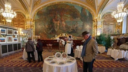 Succ s pour la vente aux ench res du mobilier et du mat riel de l h tel de paris monaco for Piscine 20000 euros