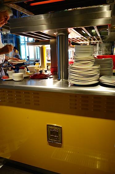 mezz au sofitel saigon plaza  r u00e9novation r u00e9ussie du restaurant pour une nouvelle dynamique