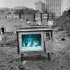 Télé et cuisine… pas loin des poubelles !