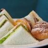 Sandwichs à prix d'or dans les grands hôtels parisiens