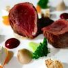 12 recettes pour accompagner vos fêtes – Noisette de chevreuil rôtie, airelles et nougat, jus façon poivrade (10)